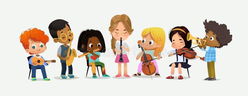 I bambini dell'orchestra della scuola giocano il vario strumento di musica royalty illustrazione gratis