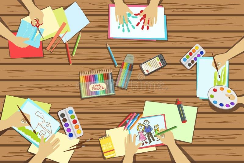 I bambini elaborano e cucinando le illustrazioni di lezione due con soltanto le mani visibili da sopra la Tabella illustrazione di stock