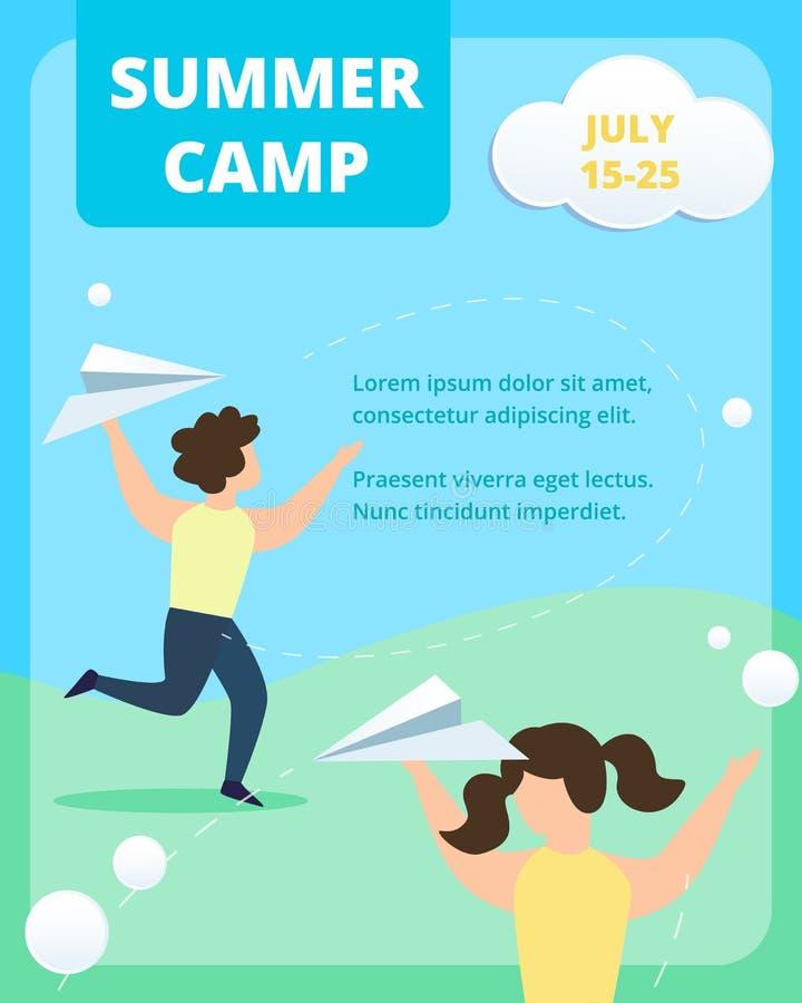 I bambini felici gettano gli aeroplani di carta nell'estate illustrazione di stock