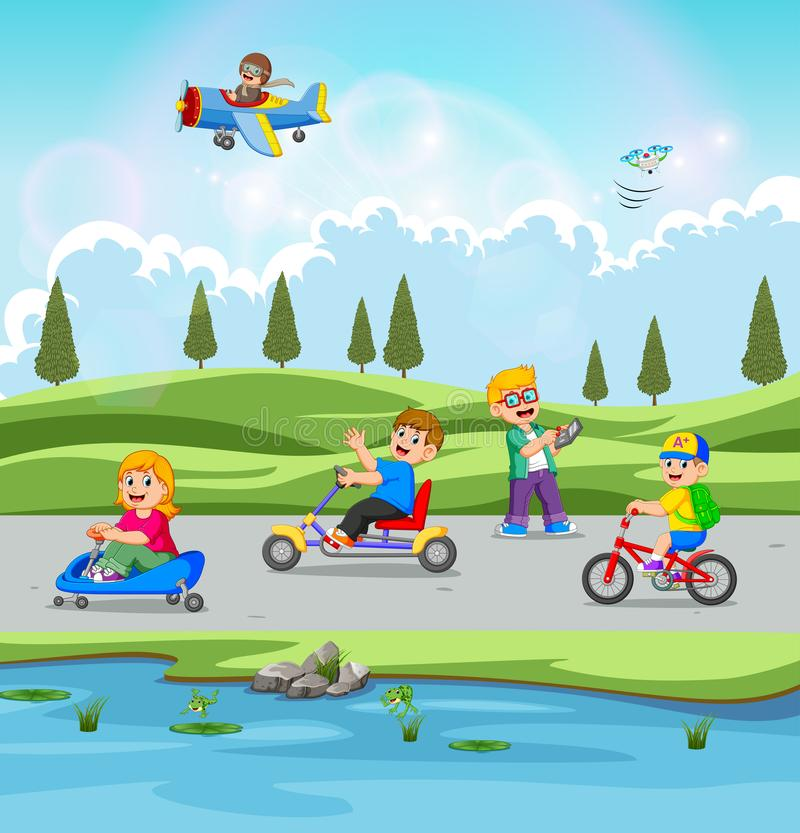 I bambini sono giocanti e guidanti la bicicletta con la bella vista illustrazione vettoriale