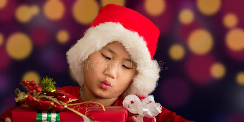 I bambini sono un regalo ricevuto da Santa fotografia stock