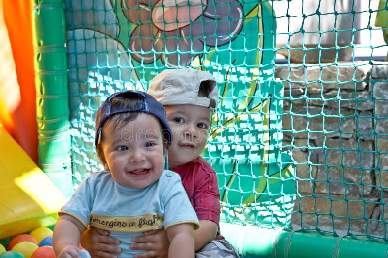 I bambini stanno avendo divertimento fotografia stock libera da diritti