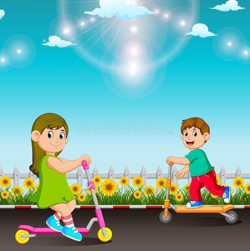 I bambini stanno giocando con il motorino nel giardino illustrazione di stock