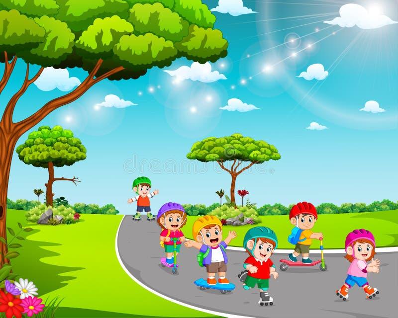I bambini stanno giocando sulla strada con i pattini di rullo e del motorino illustrazione di stock