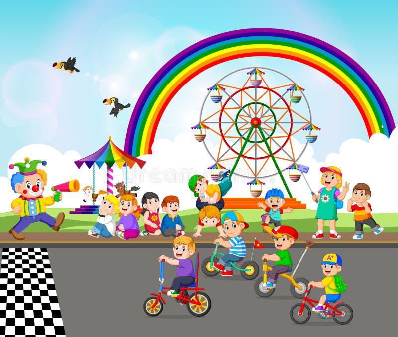 I bambini stanno giocando vicino al carnevale e stanno guidando la bicicletta royalty illustrazione gratis