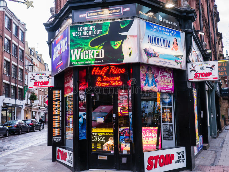 I biglietti di teatro di sconto e di metà prezzo comperano, Londra, Inghilterra, Regno Unito immagine stock