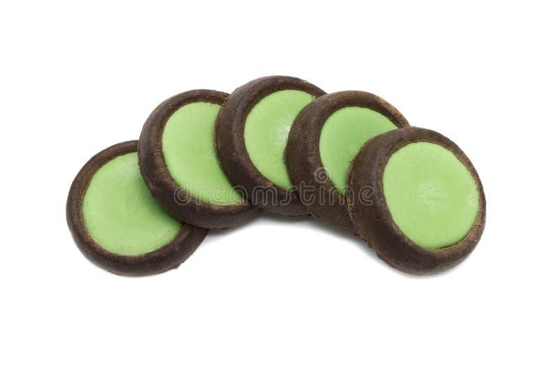 I biscotti croccanti del cioccolato dei biscotti withgreen il tè condito completando il più di choco immagine stock libera da diritti