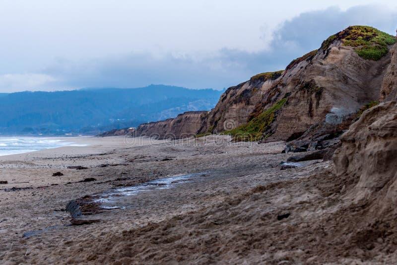 I bluff di Half Moon Bay, CA immagine stock