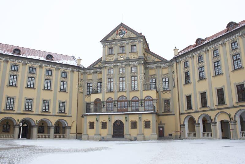 I borggården av slotten Nesvizh royaltyfri fotografi