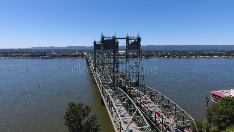 I-5 brug tussen Portland Oregon en Vancouver Washington stock afbeelding