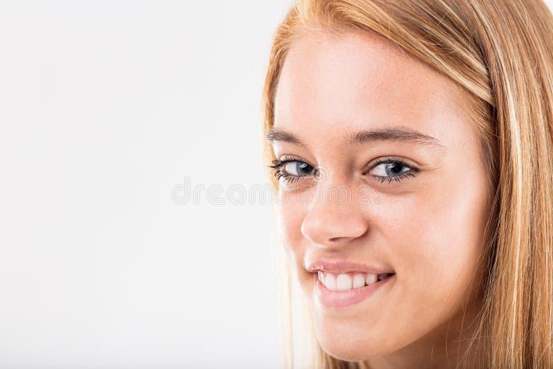 I capelli biondi, il ` s del bambino hanno ottenuto gli occhi azzurri fotografie stock