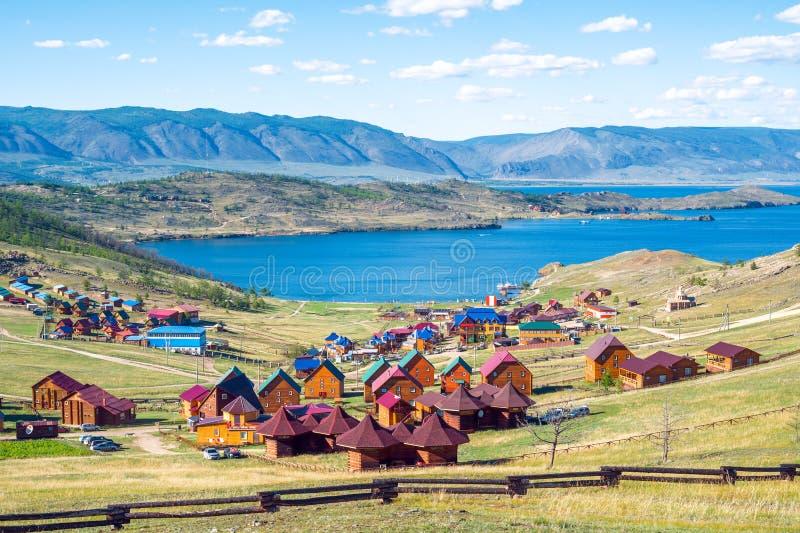 I centri turistici e Kurkut abbaiano, il lago Baikal, Russia fotografia stock libera da diritti