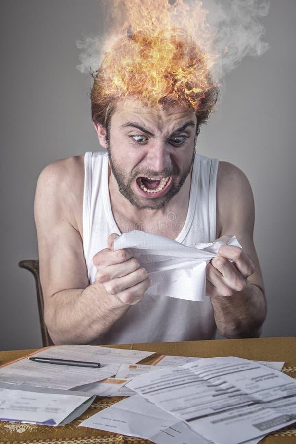 I chock med hans elektricitet eller kabelräkningar arkivbild