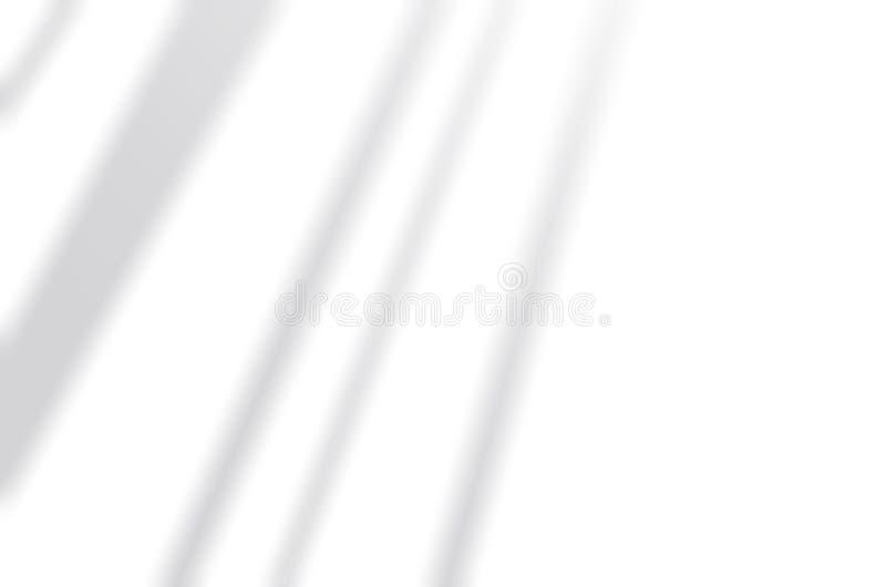I ciechi proteggono su una parete bianca Bianco e nero per ricoprire una foto o un modello fotografia stock