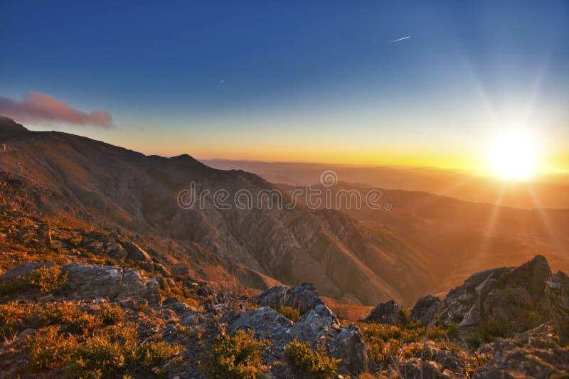 I colori dell'alba a Baiao, Portogallo, Serra fanno Marao fotografia stock