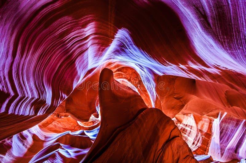 I colori di spectacular e le forme di un canyon della scanalatura in Arizona fotografie stock libere da diritti