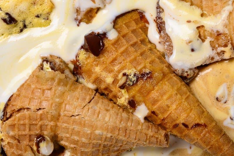 I coni gelati multipli di sapore si sono fusi fotografia stock libera da diritti