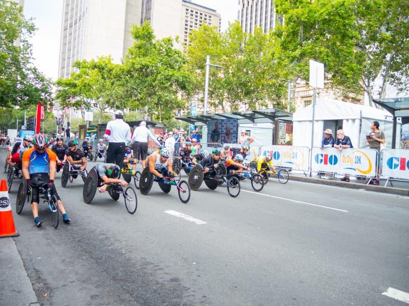 I corridori australiani della sedia a rotelle sono messi al punto di inizio per concorrenza negli eventi speciali il giorno dell' immagini stock