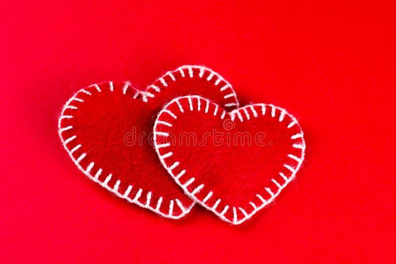 I cuori hanno fatto del simbolo felice di San Valentino di fumirana rosso immagine stock