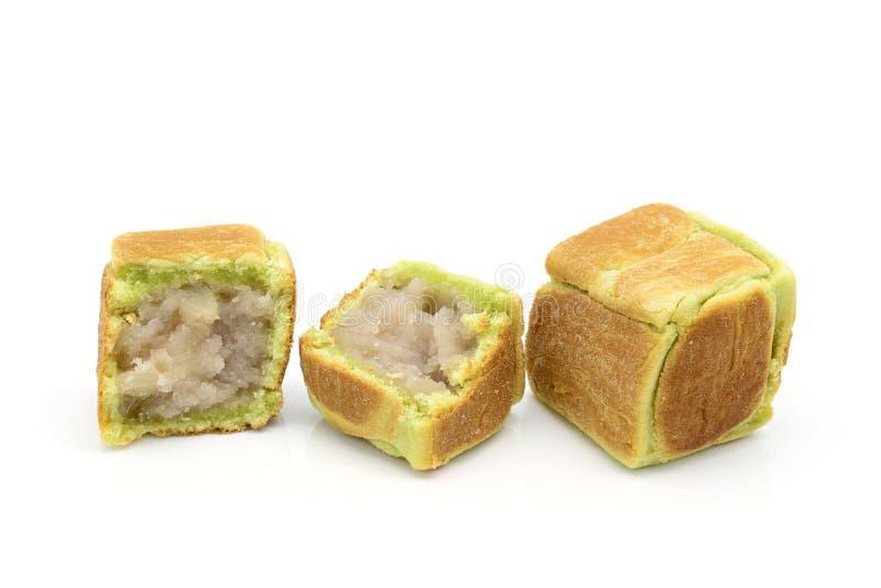I dadi dolci della farina di frumento modellano con il materiale da otturazione dolce del taro fotografia stock libera da diritti