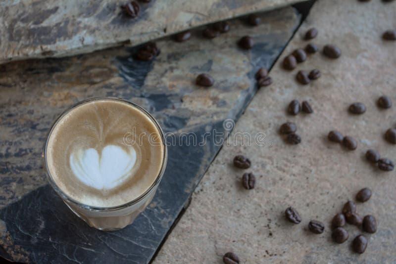 I dag är kaffe det mest utbredd Kaffe ses som delen av liv Eller några kan vara par av liv royaltyfria bilder