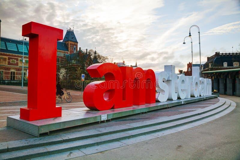 I de slogan van Amsterdam vroeg in de ochtend stock foto