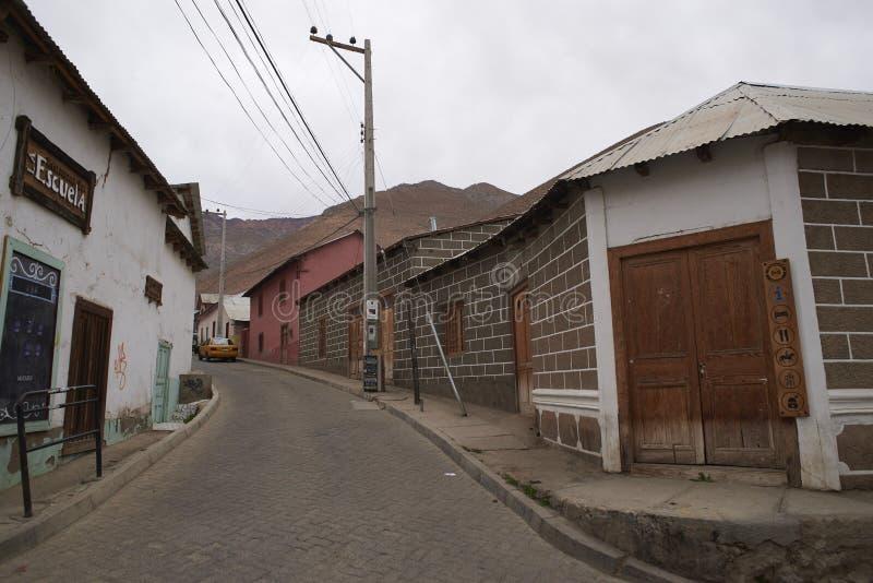 By i den Elqui dalen royaltyfri fotografi