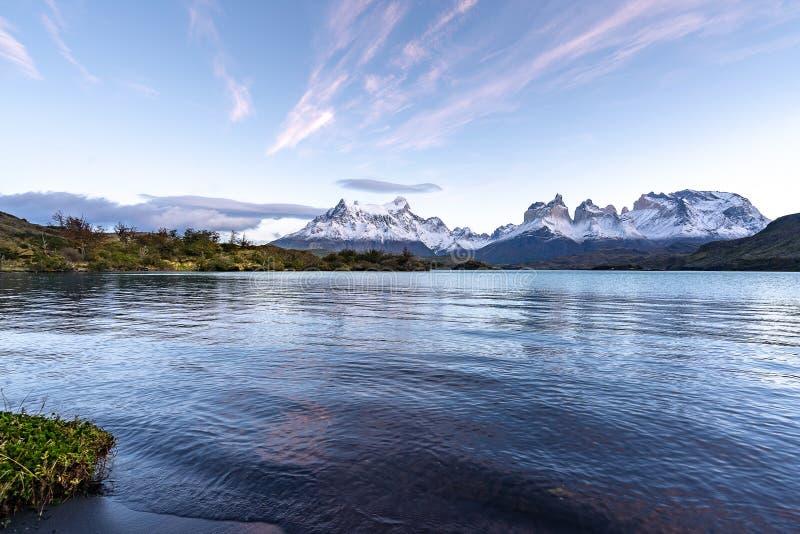 I den Torres del Paine nationalparken Patagonia, Chile, Lago del Pehoe royaltyfri bild
