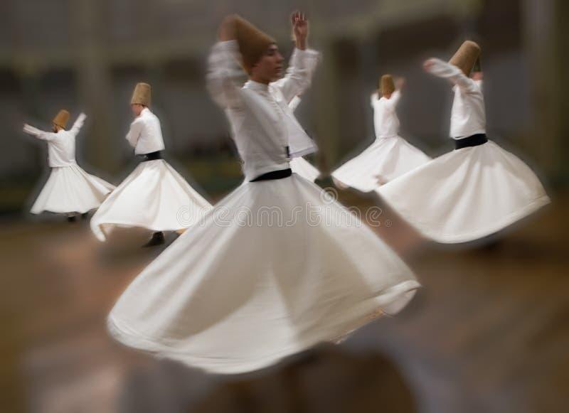I dervisci girantesi praticano il loro ballo fotografia stock libera da diritti
