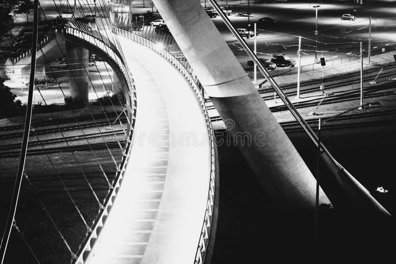 I dettagli architettonici del porto guidano il ponte pedonale a n immagine stock libera da diritti