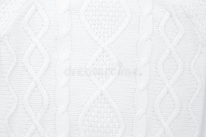 I dettagli di bianco hanno tricottato il maglione dell'inverno come fondo fotografie stock libere da diritti