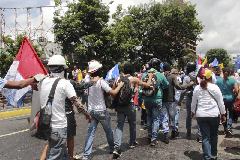 I dimostranti che partecipano nel caso hanno chiamato la madre di tutte le proteste nel Venezuela contro il governo 2017 di Nicol fotografie stock