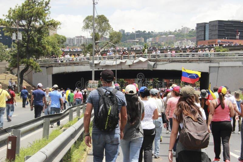 I dimostranti che partecipano nel caso hanno chiamato la madre di tutte le proteste nel Venezuela contro il governo 2017 di Nicol immagini stock libere da diritti