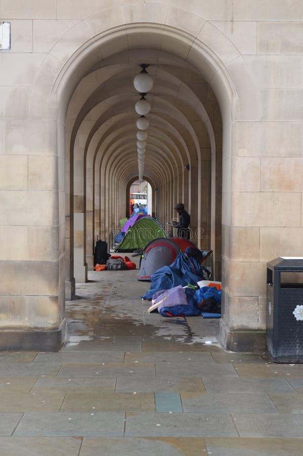 I dimostranti senza tetto si accampano fuori nel quadrato di St Peter, Manchester Regno Unito fotografia stock libera da diritti