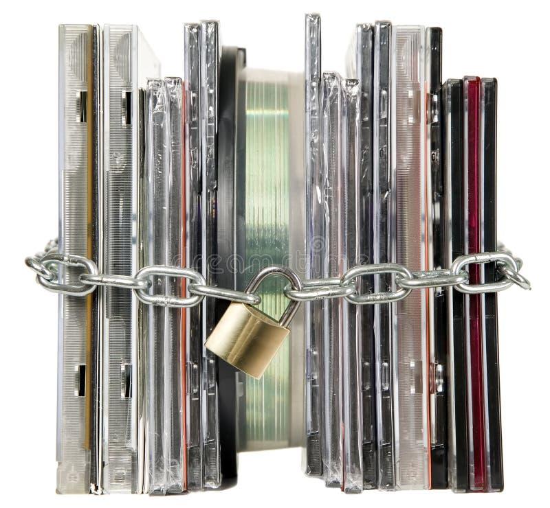 I dischi compatti sono fissati con la serratura immagini stock
