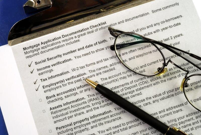 I documenti richiesti in una richiesta di ipoteca fotografia stock libera da diritti