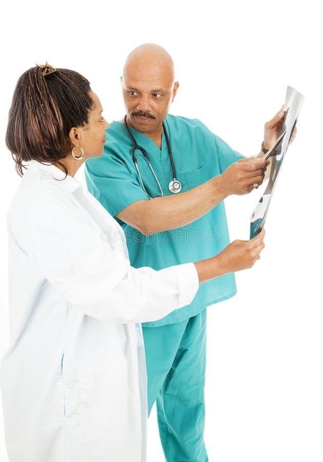 I dottori Discuss X-Ray Results immagine stock