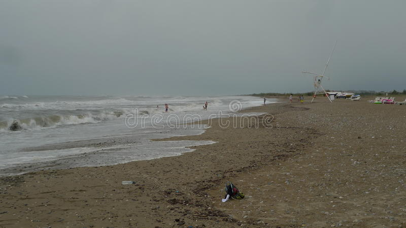 I en flyktigt dag på stranden i Antalya royaltyfri fotografi