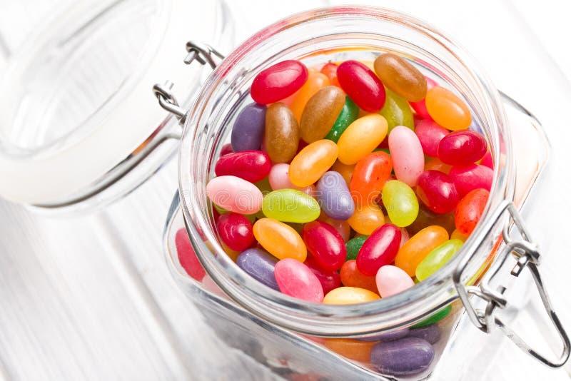 Fagioli di gelatina in barattolo di vetro fotografie stock libere da diritti