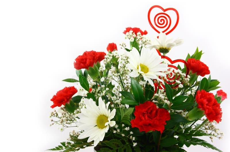 I fiori di giorno dei biglietti di S. Valentino si chiudono in su immagine stock libera da diritti