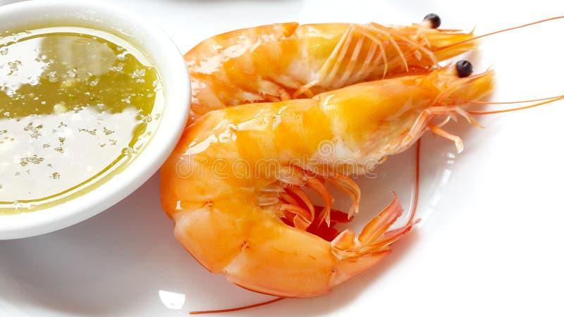 I gamberetti con la salsa di frutti di mare, cucinato, bollita immagine stock libera da diritti
