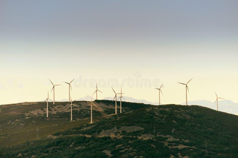 I generatori eolici di Eolic della produzione di energia sistemano in Spagna fotografia stock libera da diritti