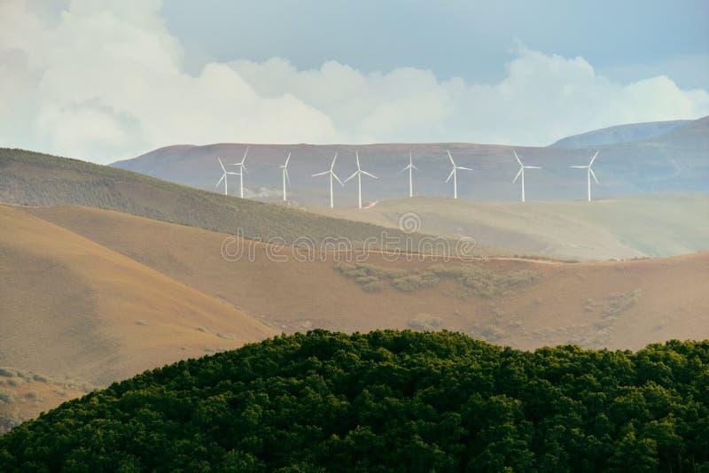 I generatori eolici di Eolic della produzione di energia sistemano in Spagna fotografia stock