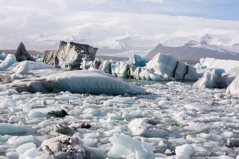I ghiacciai dell'Islanda alla laguna famosa del ghiacciaio Bella immagine fredda del paesaggio della baia della laguna del ghiacc fotografia stock