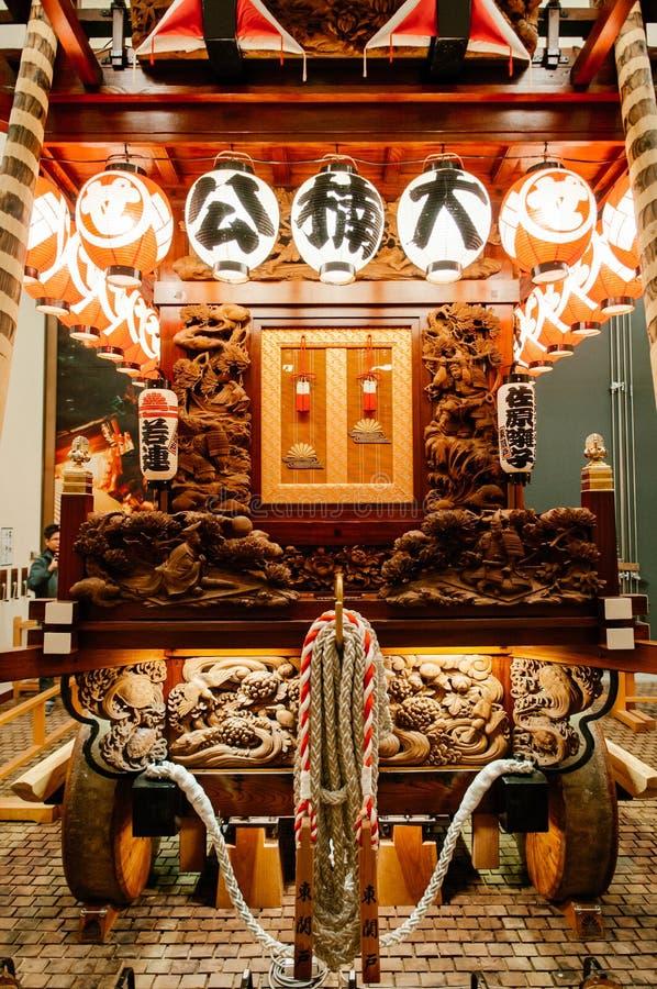 I giapponesi d'annata anziani fanno galleggiare il santuario, Gion Matsuri, grande Fe di Sawara fotografia stock