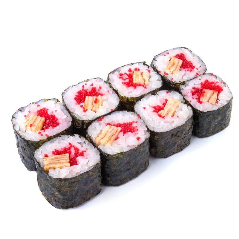 I giapponesi rotolano con l'omelette giapponese e il isola rosso di masago del caviale fotografia stock libera da diritti