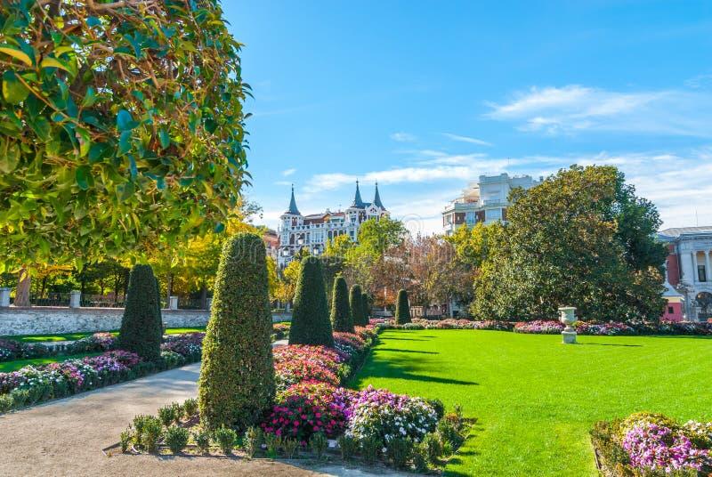 I giardini nella città del ` s Retiro di Madrid parcheggiano immagini stock libere da diritti