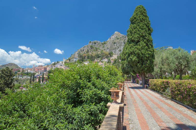 I giardini pubblici nella centrale di Taormina in Sicilia fotografia stock