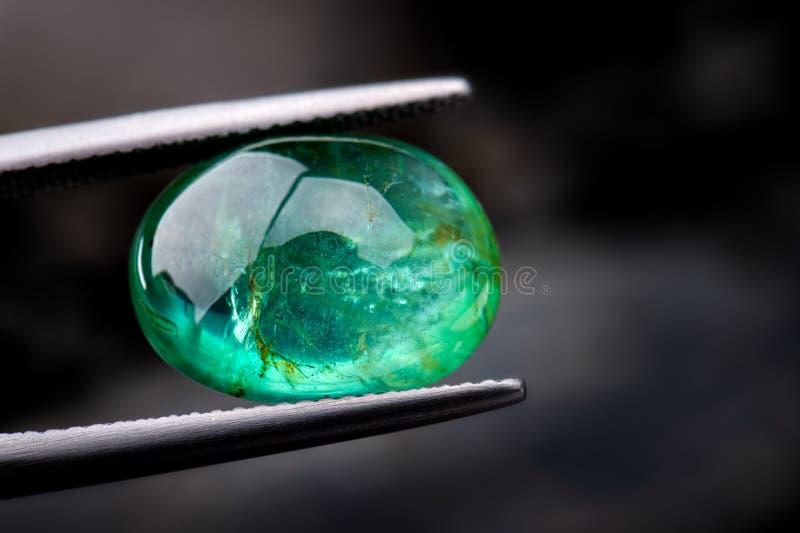 I gioielli verde smeraldo della pietra preziosa fotografie stock libere da diritti