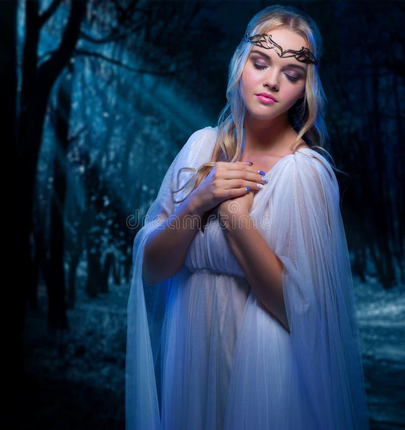 I giovani elven la ragazza fotografia stock libera da diritti